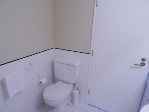 A bathroom at Corporate Stayz on Exhibition