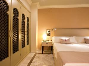 Säng eller sängar i ett rum på Vincci Albayzin