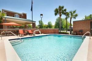 The swimming pool at or near Hampton Inn Columbia Downtown Historic District