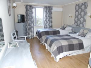 A bed or beds in a room at Laburnum House Lodge