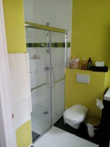 A bathroom at B&B Loft Trotters