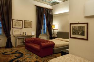 A seating area at A Casa Di Paola Suite