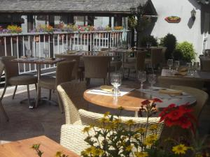 A restaurant or other place to eat at Logis Auberge de l'Isard