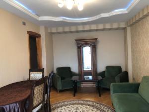 Uma área de estar em Anadolu Apartment