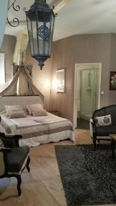 A bed or beds in a room at B&B La Villa De La Paix