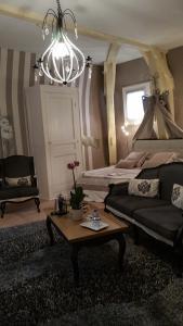 A seating area at B&B La Villa De La Paix