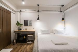 En eller flere senge i et værelse på Your Space Hotel Prasingh