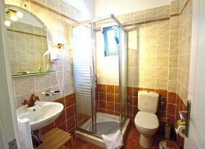Kupatilo u objektu Akti Kamares