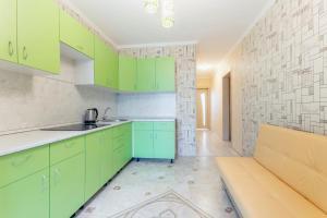 A kitchen or kitchenette at Апартаменты у ФОК Салют