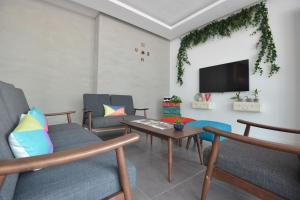 A seating area at Vrest Hotel