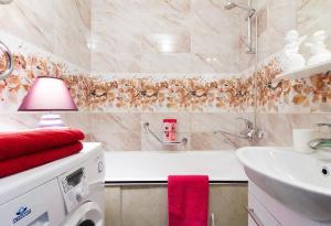 A bathroom at Molnar Apartments Zaslavskaya 12