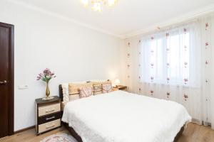 A bed or beds in a room at Molnar Apartments Zaslavskaya 12