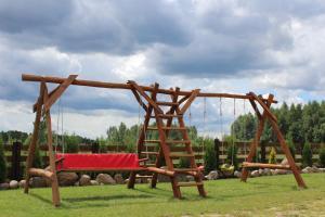 Plac zabaw dla dzieci w obiekcie Białowieski Raj