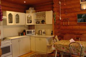 A kitchen or kitchenette at Guest House