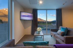 Ramada Suites by Wyndham Queenstown Remarkables Parkにあるシーティングエリア