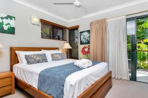 A bed or beds in a room at Blue Lagoon Lakeside
