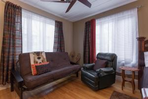 A seating area at Acacias Bed & Breakfast