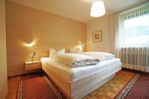A bed or beds in a room at Gästehaus Meusburger