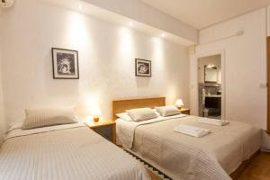 A bed or beds in a room at Kosher Bed&Breakfast La Casa di Eva