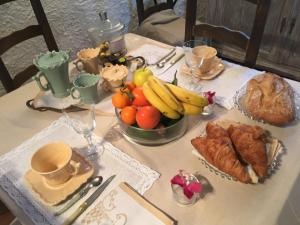 Breakfast options available to guests at B&B Le Niaouli