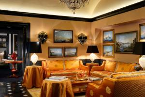 A seating area at Hotel d'Inghilterra Roma – Starhotels Collezione