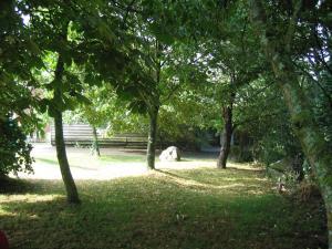 A garden outside Chambres d'Hôtes de la Ferme Auberge de Mésauboin