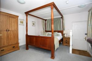 A bed or beds in a room at The Bull At Burford