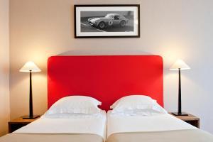 Ein Bett oder Betten in einem Zimmer der Unterkunft Newhotel Charlemagne
