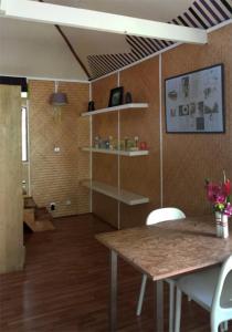 A bathroom at JUSTMOOREA Location Haapiti