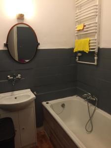 A bathroom at City Garden Apartment