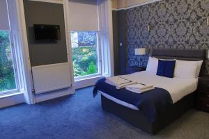 A bed or beds in a room at The Alfred