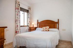 A bed or beds in a room at Tuhillo Parador Nerja Canovas