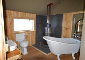 A bathroom at Glamping The Wight Way Safari Tents