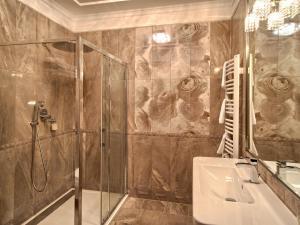 Łazienka w obiekcie Dworek Komorno
