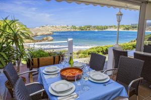 Un restaurante o sitio para comer en White Sands Beach Club By Diamond Resorts