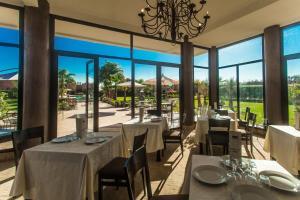 A restaurant or other place to eat at Les Résidences Du Domaine