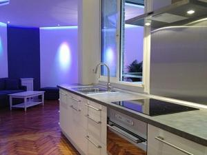 A kitchen or kitchenette at The Appart