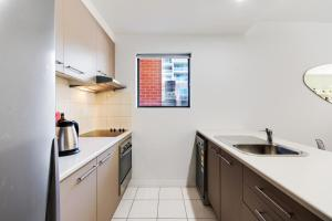 A kitchen or kitchenette at Swainson on Union