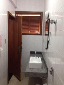 A bathroom at Sefiroh Hostel
