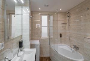 Ванная комната в Mordecai Twelve