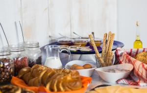 Breakfast options available to guests at With-inn