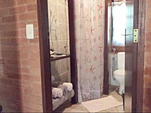 A bathroom at Recanto Marazul