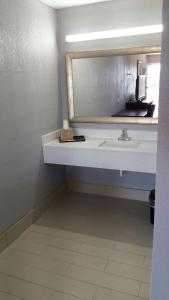 A bathroom at Paris Inn and Suites