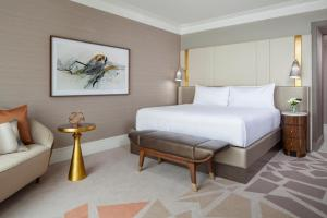 A bed or beds in a room at Hotel Crescent Court