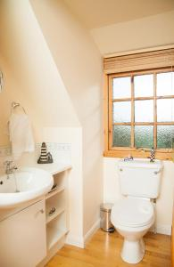 A bathroom at Flowers of May Cottage
