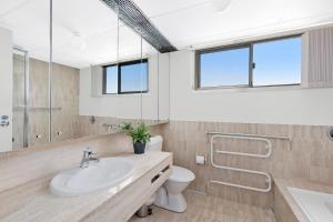 A bathroom at Beachfront on Werrina