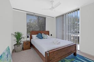 A bed or beds in a room at Beachfront on Werrina