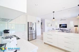 A kitchen or kitchenette at Rejuvenation @ Hope Island Resort