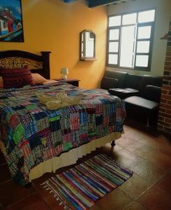 Ein Bett oder Betten in einem Zimmer der Unterkunft Hotel Casa del Cerro