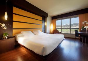 A bed or beds in a room at Abades Nevada Palace